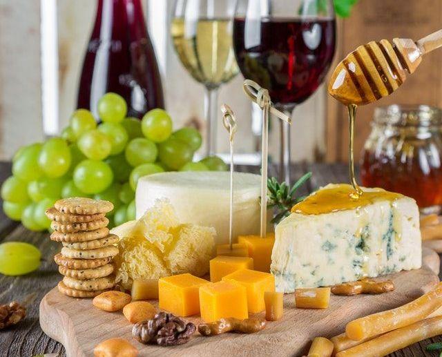 Miks serveeritakse mett juustuga
