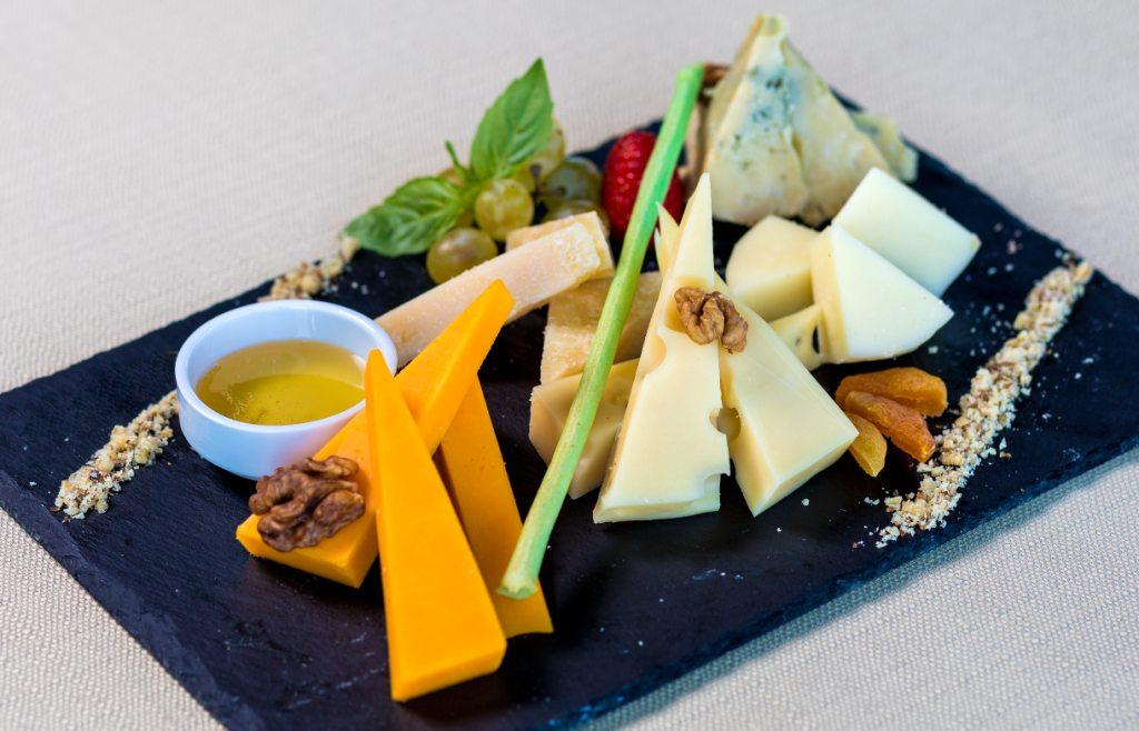 какой сыр едят с медом